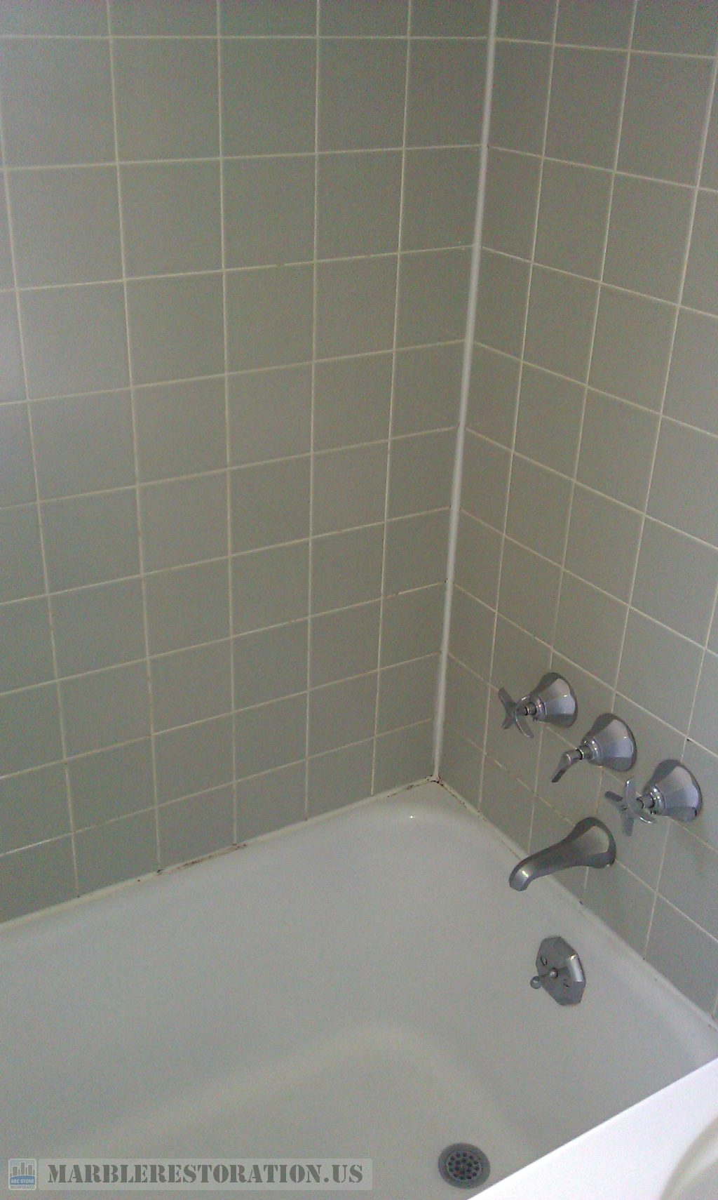Ceramic Bathtub Walls Regrouting Recaulking